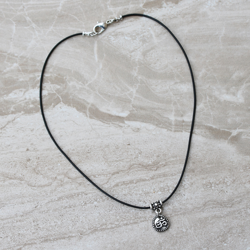 Simple Om Leather Choker