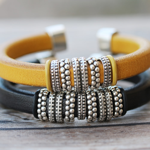 Regaliz End Cap Bangles